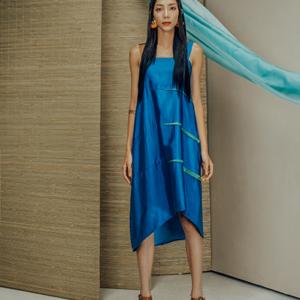 Váy lụa tơ tằm xanh Sky pha 3 vạch xanh lá