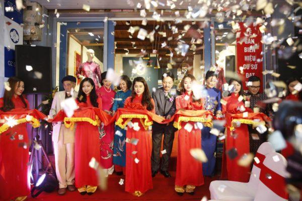 khai-truong-cua-hang-ao-dai-oz-silk