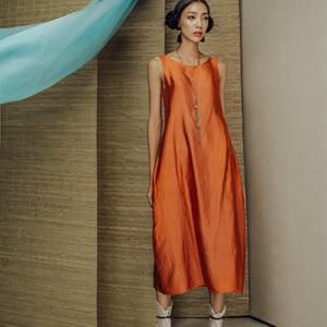 Váy lụa tơ tằm cam đất phối xanh