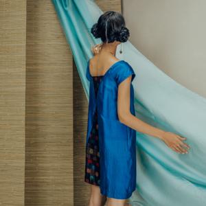 Váy lụa tơ tằm xanh pha họa tiết tròn đôi